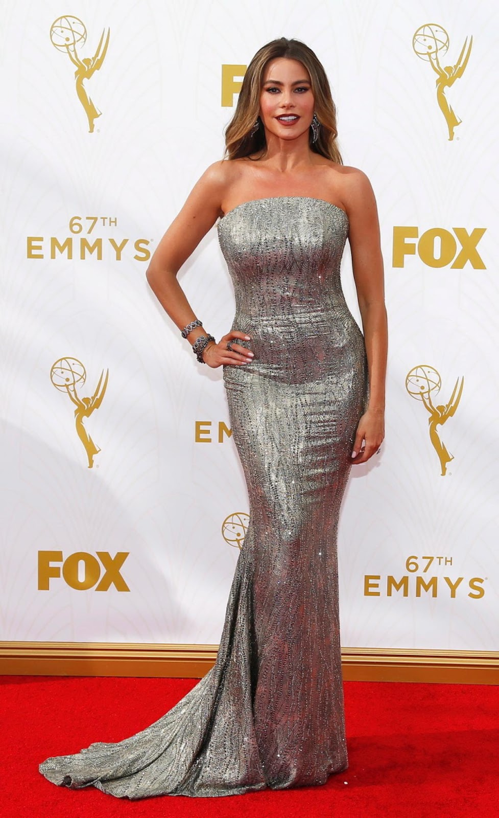 The Makeup Examiner: Sofia Vergara At The 2015 Emmys Get The Look