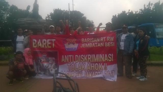 Barisan RT/RW (Baret) Demo Tolak Ahok di Patung Kuda