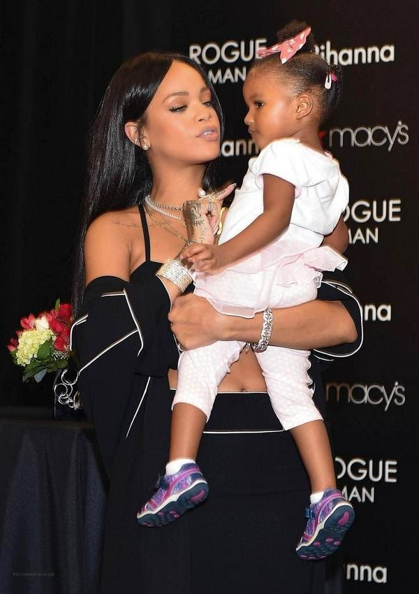 Fans and Kids Get All Emotional With Rihanna At Her