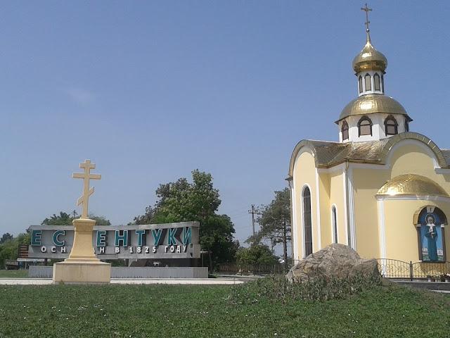 Железобетонный православный крест на государственной дороге