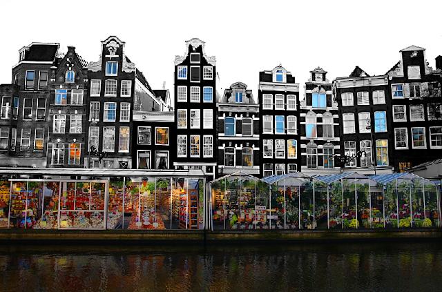 Canal Singel e o Mercado de Flores em Amsterdã em Maio