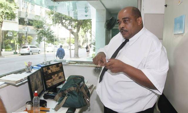 """O porteiro Jaílson Trindade de Andrade afirma que foi chamado de """"bolo de banha"""" pela juíza federal"""