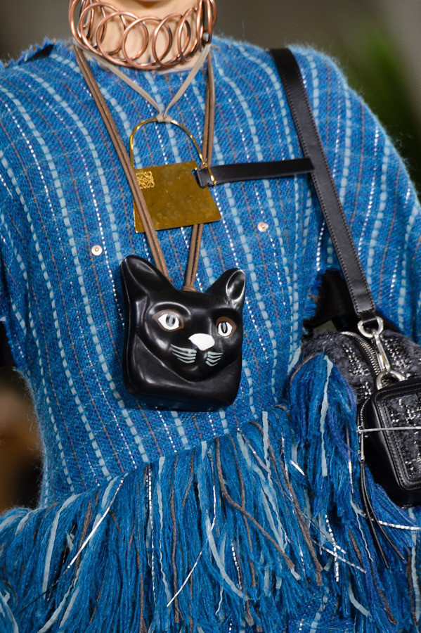 Paris Fashion Week The Amazing Details AW17 by Loewe {Cool Chic Style Fashion}