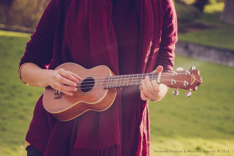 Tocando ukulele no Castelo de Vêves
