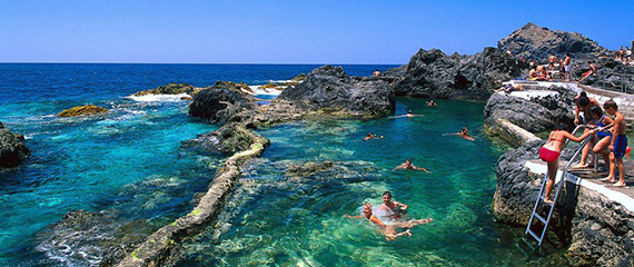 Piscinas naturales el calet n garachico isla de for Piscina natural de puerto santiago