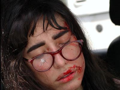 Bela a Feia: Verônica tenta matar Bela em explosão dentro do carro e choca a todos