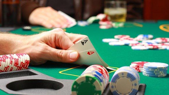 Câu nói 3 que xỏ lá bắt nguồn từ việc chỉ dân cờ bạc bịp