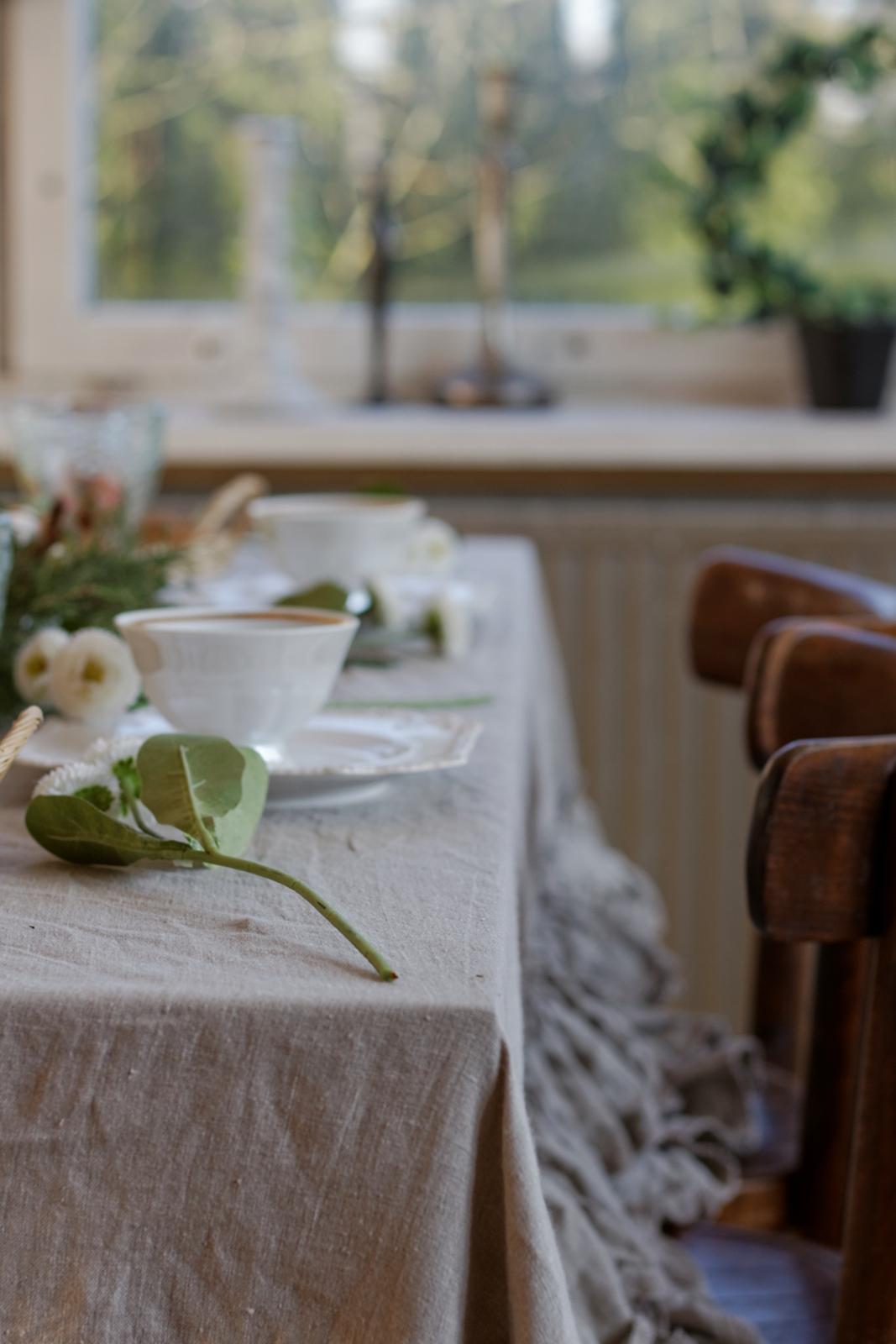 stół na wiosnę
