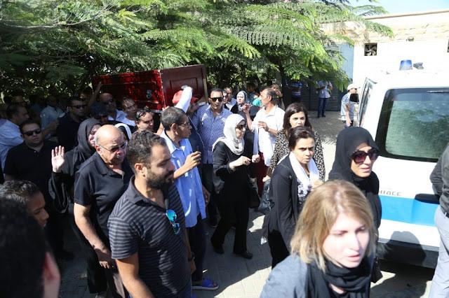 وفاء عامر ودنيا عبد العزيز من الوسط فقط في  تشييع جنازة المخرج عمر الشيخ