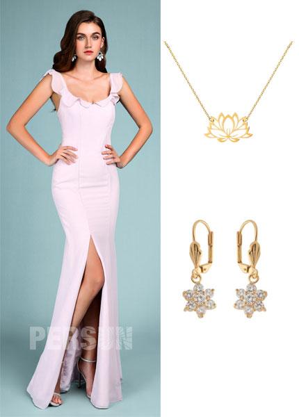 robe de soirée lilas fendue et bijoux