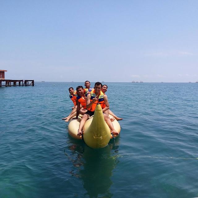 foto main banana boat di tanjung lesung