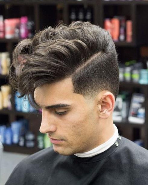 Los cabellos sobre una cierta longitud caen