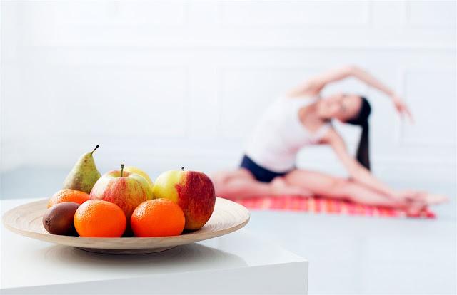 """""""El yogui debe esforzarse por establecerse en una forma de vida bondadosa en armonía con la naturaleza.""""  La dieta para la práctica del yoga y para mantenerse saludable debe ser vegetariana, libre de carnes, huevos y pescado pues estos alimentos son dañinos para el organismo."""