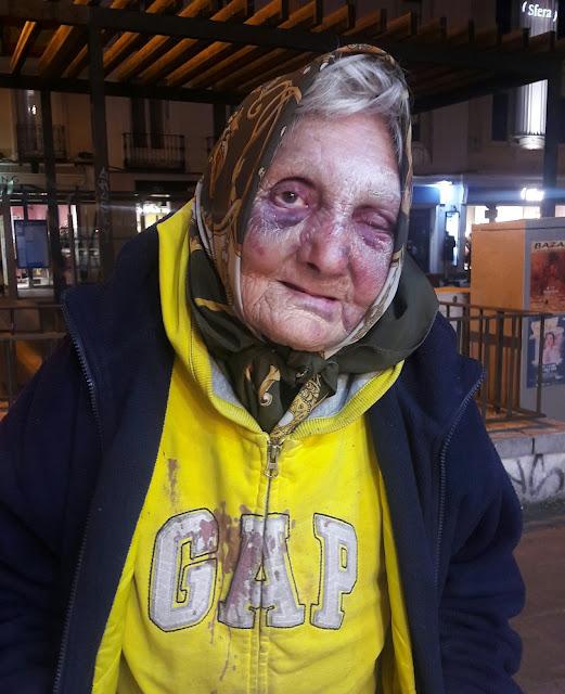 """Cuatro jóvenes agreden en Madrid a una anciana """"sin techo"""" de 84 años"""