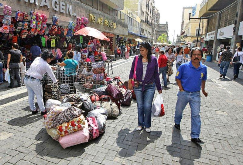 """Comerciantes del Centro Histórico ahora pagan cuota para abogados de """"El Betito""""."""