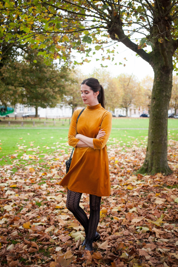 Outfit: gold velvet dress, crochet tights
