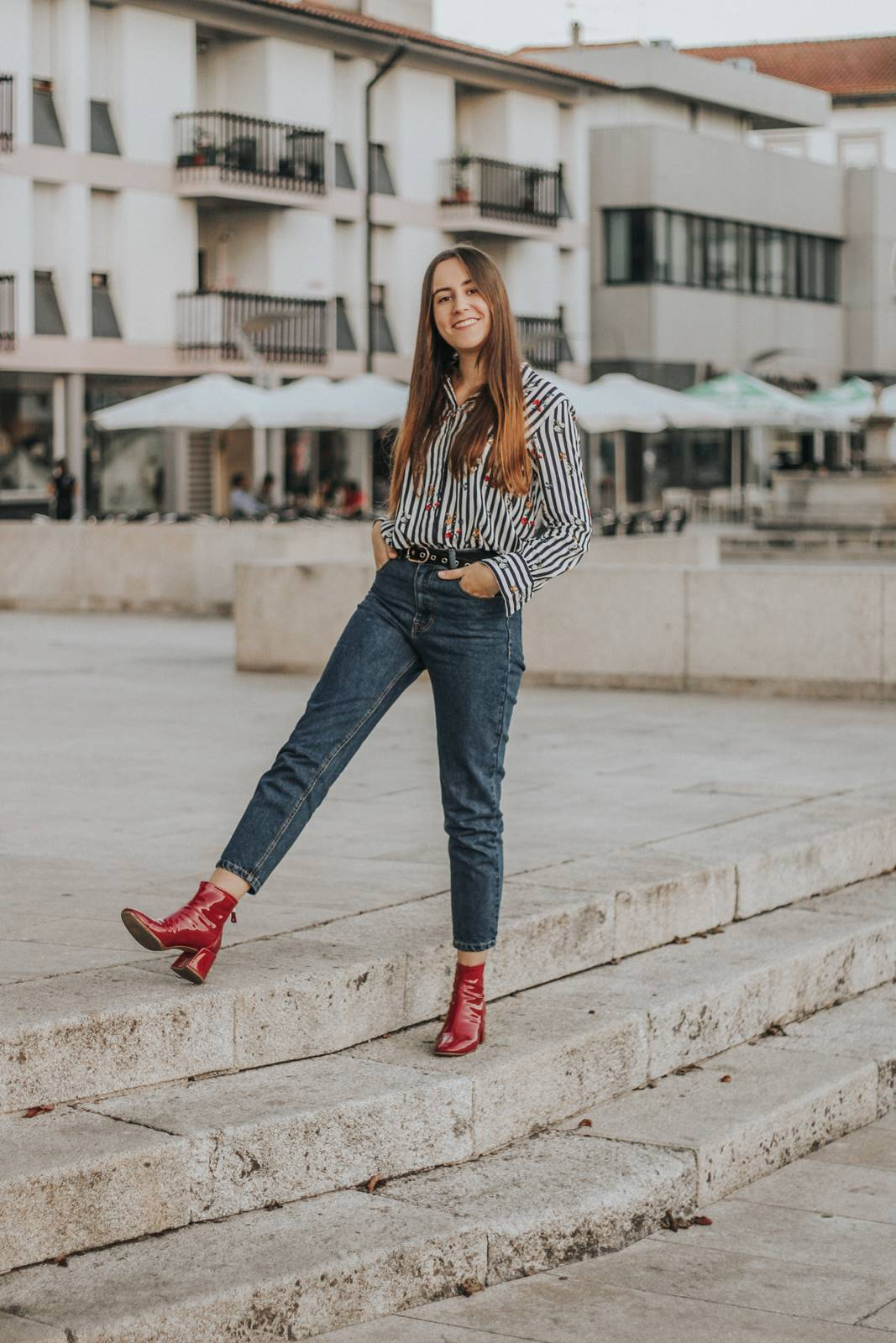 outfit_mom_jeans_red_vinil_boots