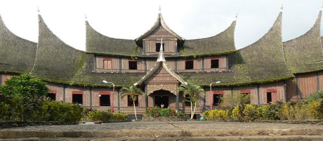 Gambaran Ringkas Bentuk Rumah Gadang Minangkabau