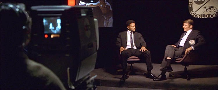 Ali (Will Smith) talks with Howard Cosell (Jon Voight) in a memorable TV interview.