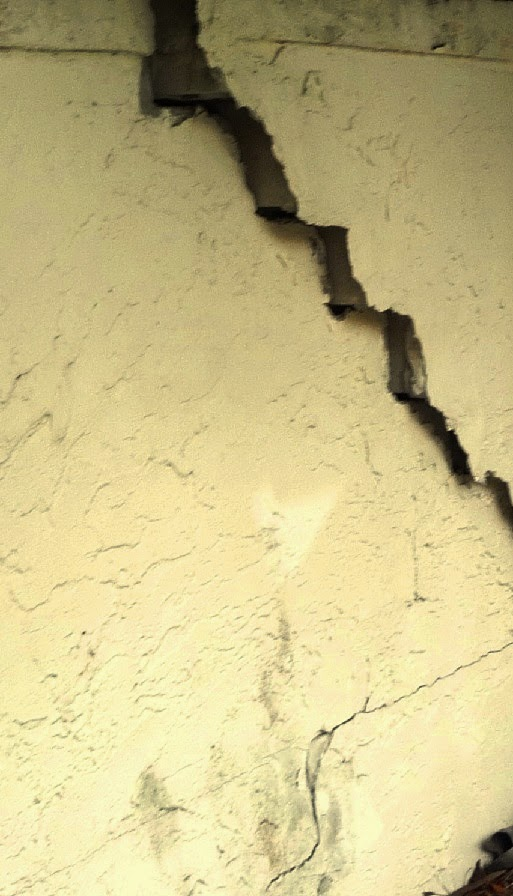 Cracks in wall due to foundation settlement