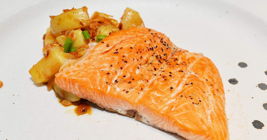 Resipi Ramadhan: Seared Ikan Trout Fjord Norway dan Salad Kentang Asia