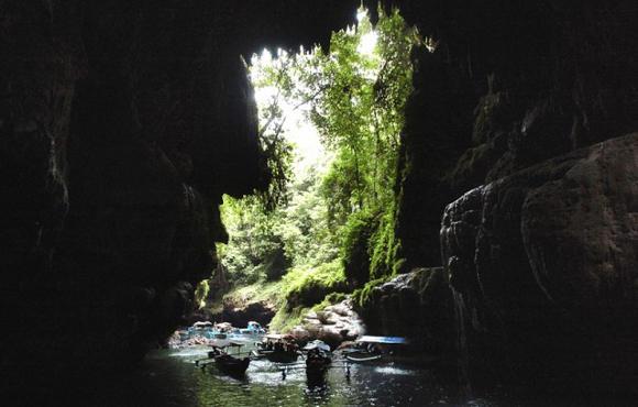 Menembus Gua di Green Canyon Pangandaran (Foto by Arie Basuki/Fotokita.net)