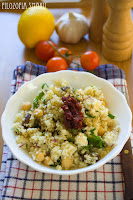 (salatka z kuskusem, daktylami i harissa
