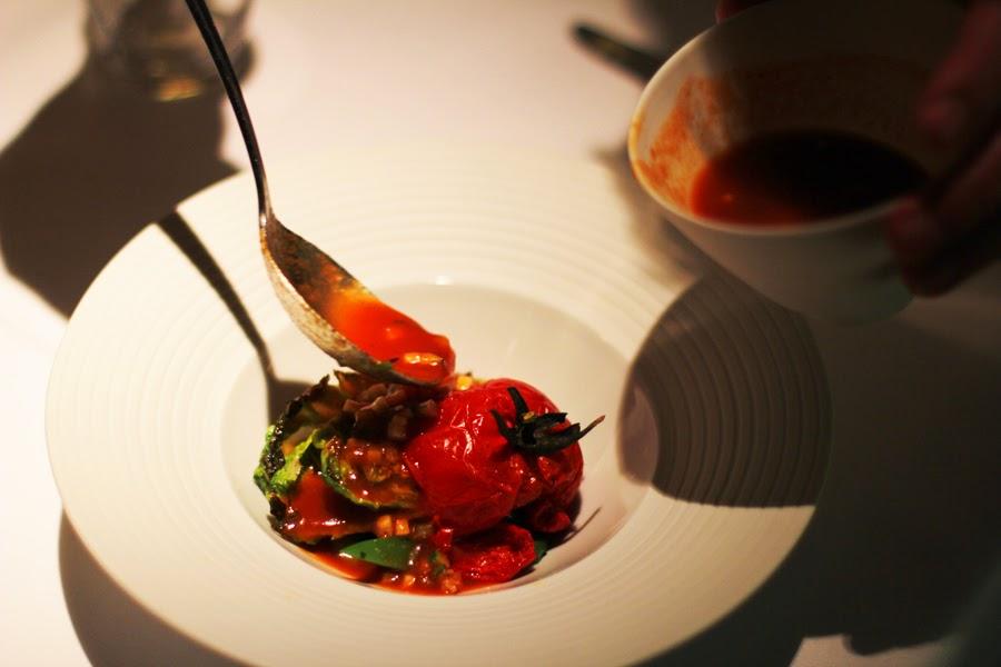 Minestrone, Bohnen, Salatherzen und Tomaten vegan kochen