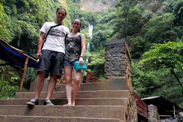 Un puente en el camino a la cascada Madakaripura
