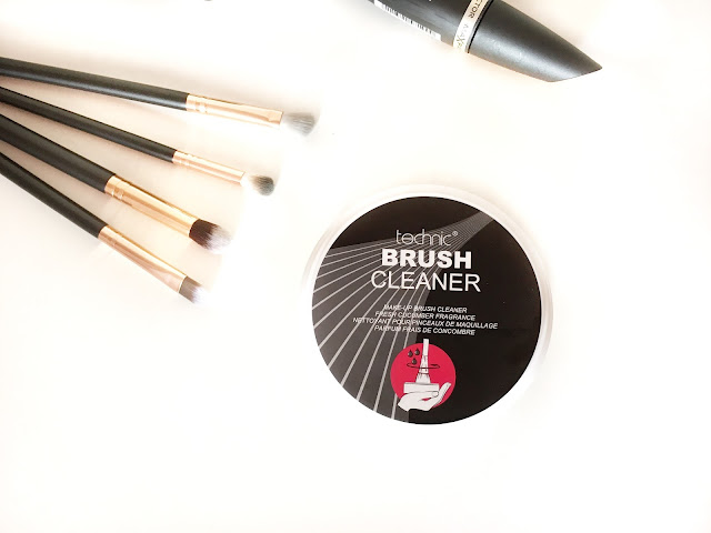 Technic solid brush cleaner