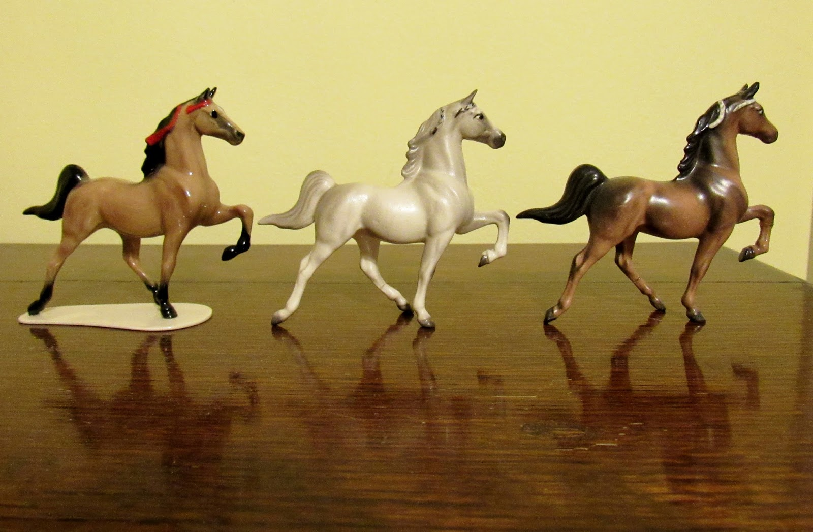 """Buckskin Horse Figurine With Baby Foal Small Tan Horse Statue 2.5/"""" Tall"""