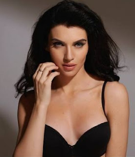 Scarlett Mellish Wilson Family Husband Son Daughter Father Mother Marriage Photos Biography Profile.