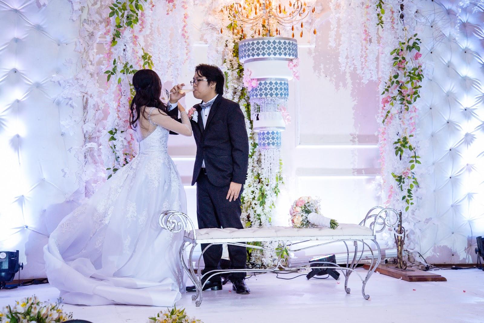 unique chandelier wedding cake