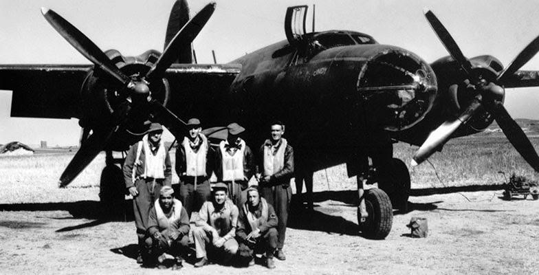 Equipaggio prima di una missione b-26 maurader nose art