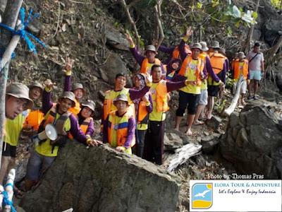 Peserta Family Gathering Hiking ke Laguna Teluk Kiluan