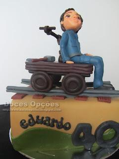 bolo Aniversario sobre carris bragança