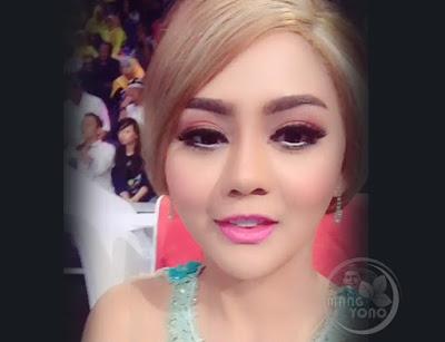Jenita Janet, Artis penyanyi dangdut (House) di Studio 5 Indosiar.