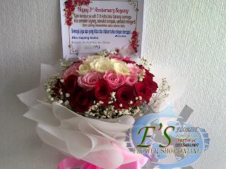 hand buket mawar untuk istri