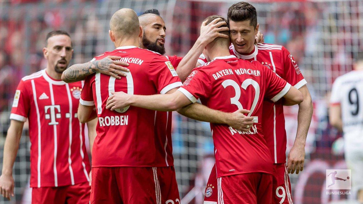 Bayern enfia meia-dúzia no Hamburgo dentro da Allianz Arena e faz 50 ... 00f1f47297d85