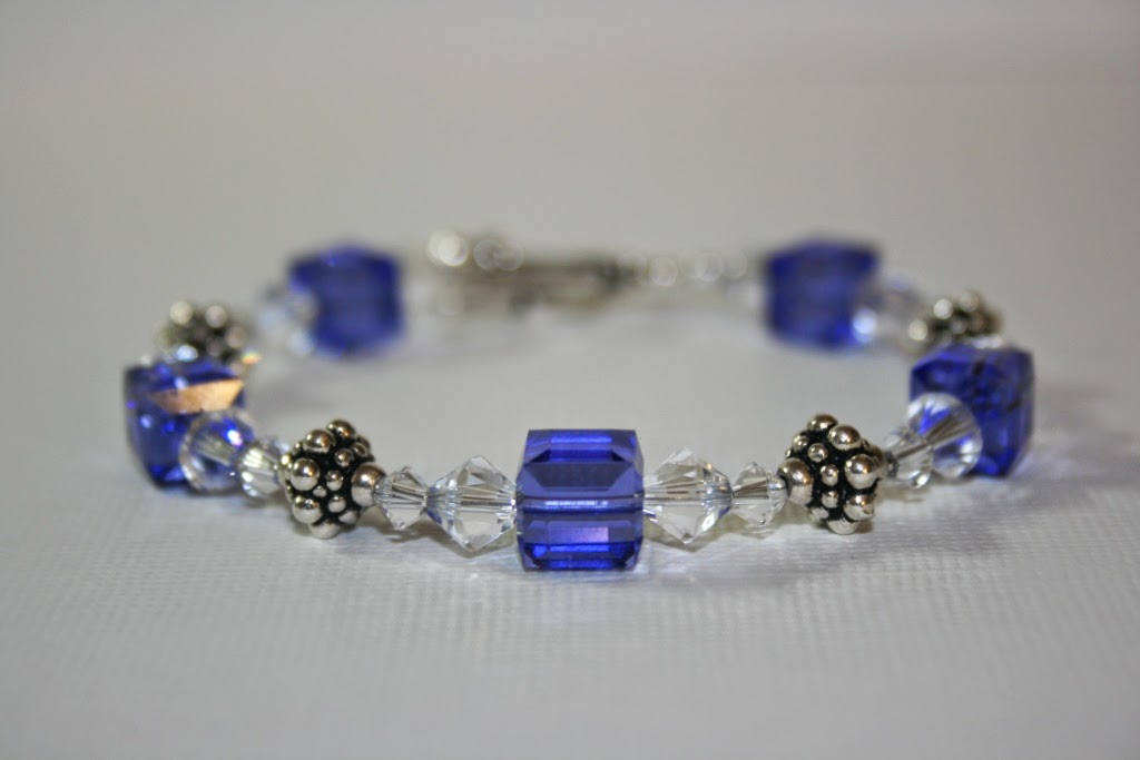 c13ed4605e3f04 Love the square toggle to match the cube beads. Below is another look of  the bracelet.