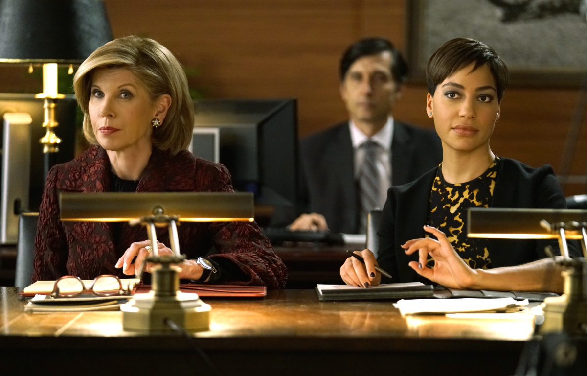 Christine Baransky y Cush Jumbo en un fotograma de The Good Fight