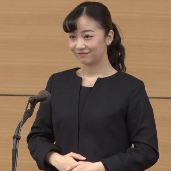 Crown Princess Kiko used to attend this meeting held every year. This year, Princess Kako attended the meeting without her mother