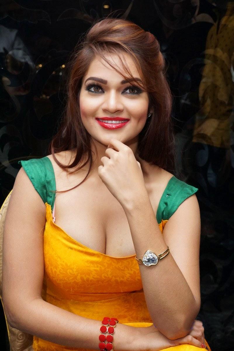 Actress hot boobs photos