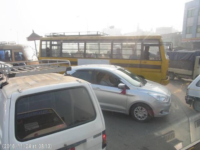 写真12 カトマンズの交通渋滞