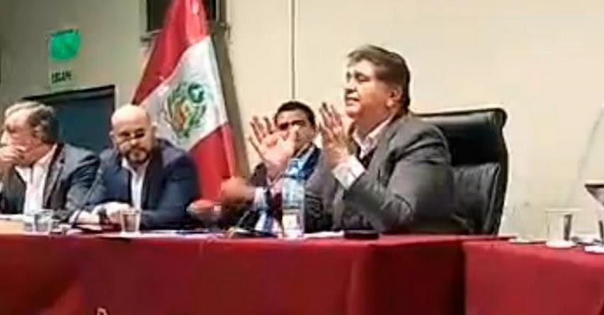 INCREÍBLE: Alan García hace de moderador en debate sobre temas de corrupción en el Instituto de Gobierno y de Gestión Pública, de la Universidad San Martín de Porres