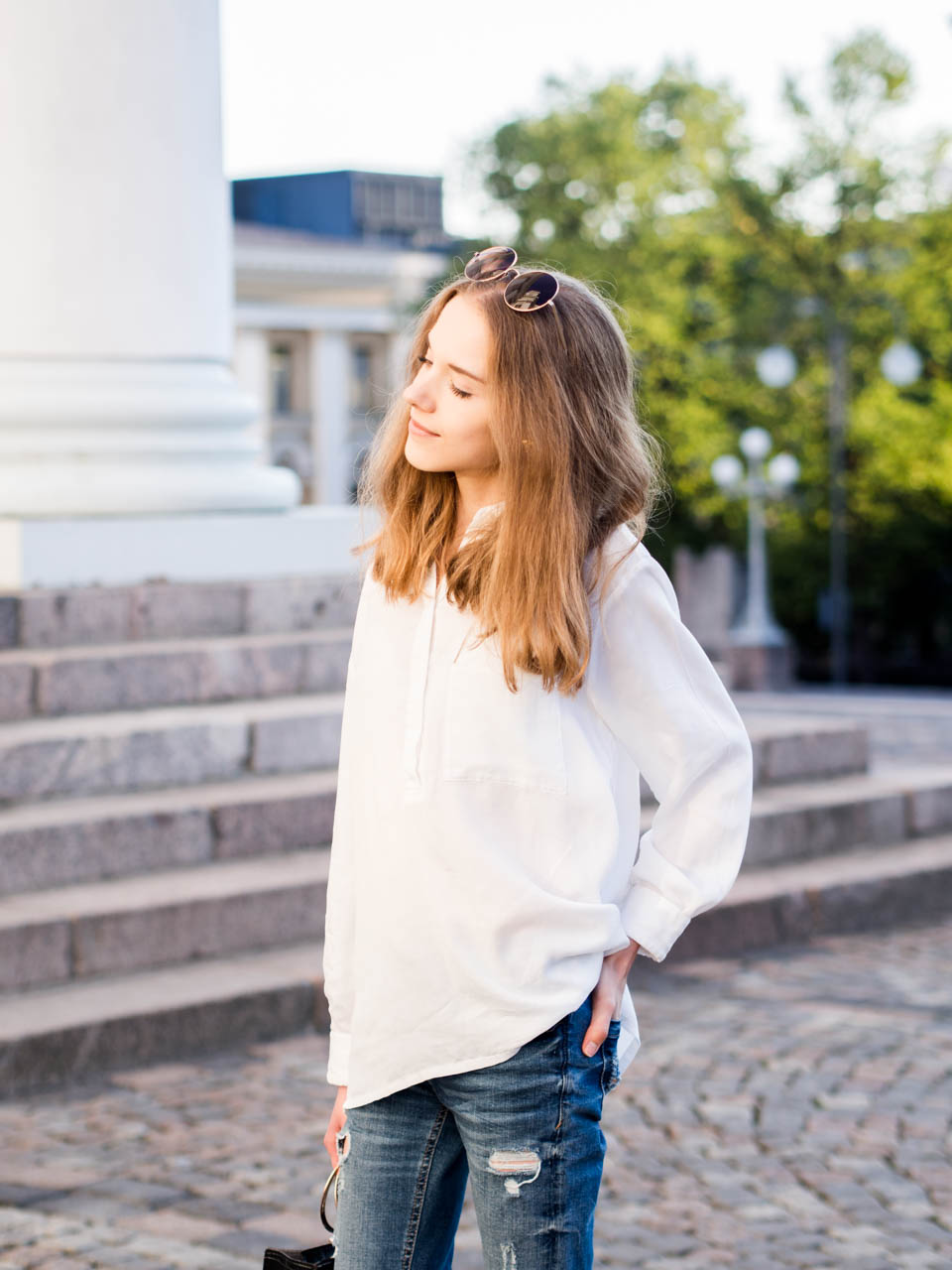 white-top-blue-denim-outfit-inspiration-fashion-blogger