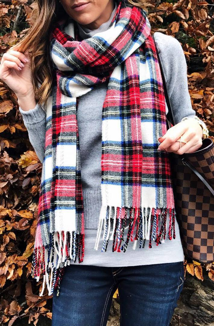 how to style a grey sweater : palid scarf + bag + skinny jeans