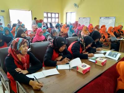 Pembinaan dan Pelatihan PKK pembahasan KDRT Desa Pananjung