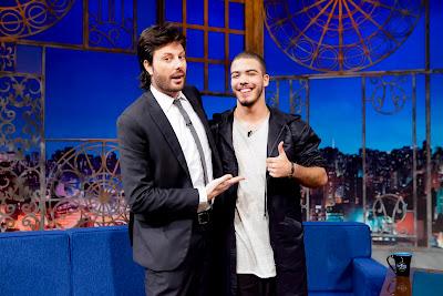 O apresentador e Ronald (Crédito: Gabriel Cardoso/SBT)