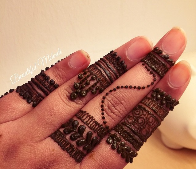 Simple Mehndi With Dot